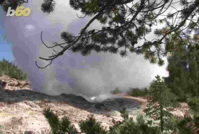 Yellowstone geyser, world's largest, shows strange eruption patterns