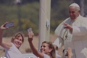 People are taking selfies with the Pope, and they are #blessed