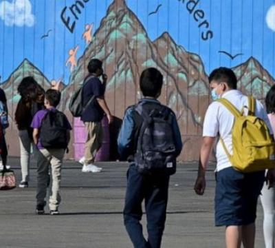 School districts struggle to establish COVID-19 testing, frustrating parents