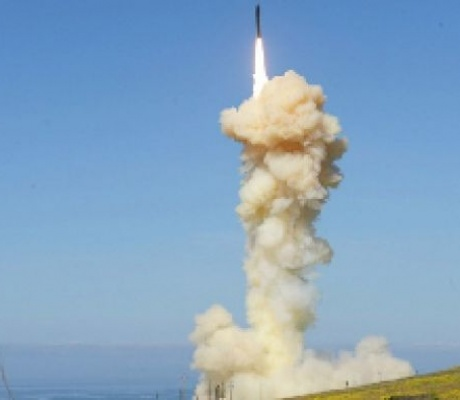 US shoots down dummy ICBM in groundbreaking military exercise