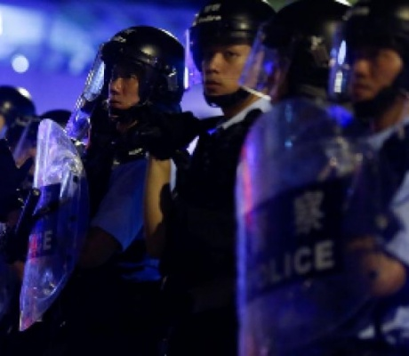 Hong Kong pushes bill allowing extraditions to China despite biggest protest since handover